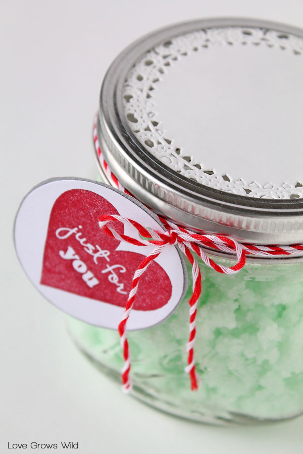 Homemade Mint Sugar Scrub - a great gift idea in a jar!