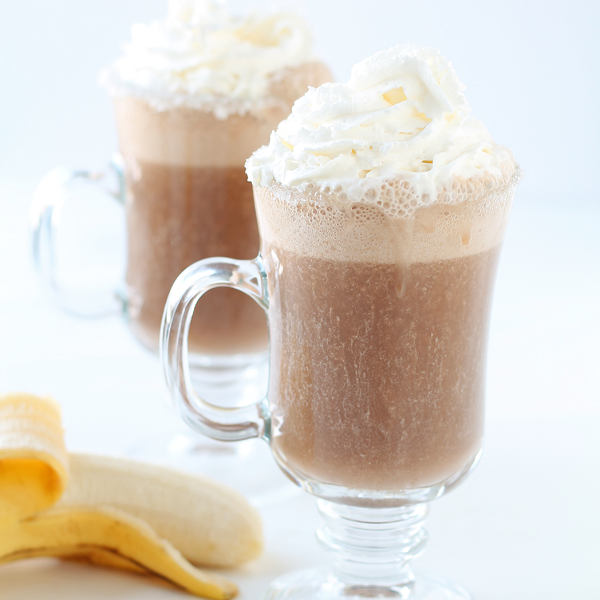 This delicious Iced Banana Latte is the perfect coffee treat! | LoveGrowsWild.com
