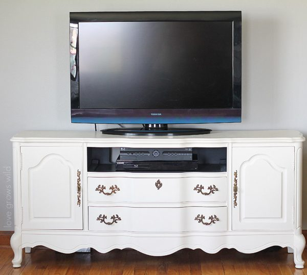A media console gets a BIG Chalk Paint® makeover! Come see the transformation step-by-step! | LoveGrowsWild.com