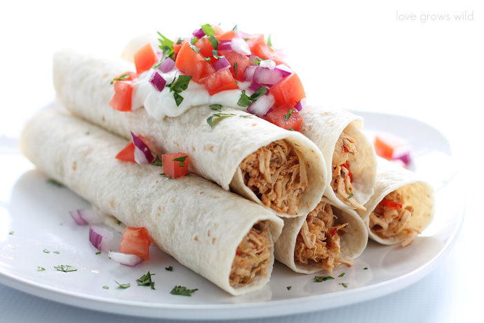 Easy dinner idea: Delicious chicken fajitas made in slow cooker!   LoveGrowsWild.com