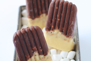 This recipe turns a favorite summertime snack into a delicious frozen treat! Learn how to make S'mores Popsicles at LoveGrowsWild.com