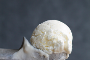 No-Churn Vanilla Ice Cream Recipe - perfectly creamy vanilla ice cream made without a machine! So easy and only 3 ingredients! | LoveGrowsWild.com