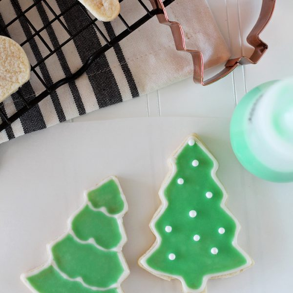 Learn how to make gorgeous, perfectly iced sugar cookies with just 2 easy steps! See details at LoveGrowsWild.com