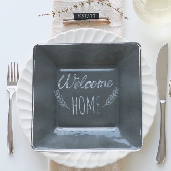 A simple rustic table setting perfect for the holidays, plus 24 more decorating ideas from bloggers! | LoveGrowsWild.com