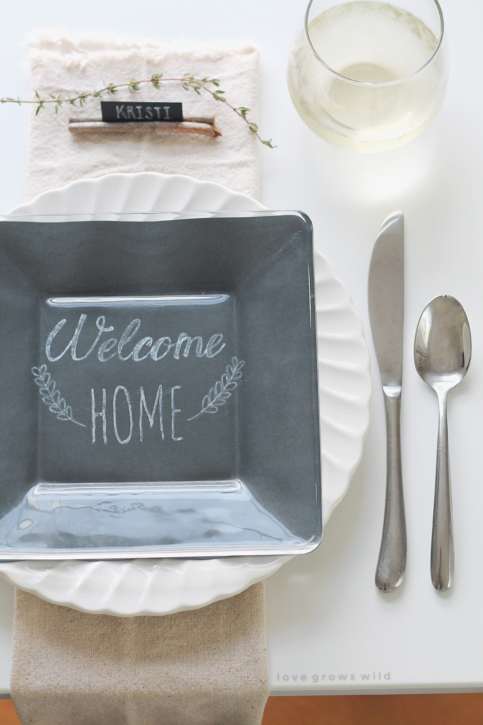 A simple rustic table setting perfect for the holidays, plus 24 more decorating ideas from bloggers!   LoveGrowsWild.com