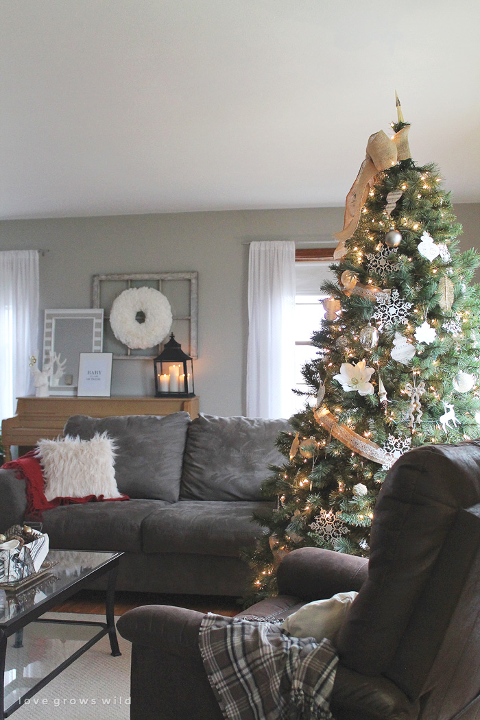 Christmas 2014 Home Tour at LoveGrowsWild.com - Take a peek inside this beautiful holiday home and get ready to be inspired!