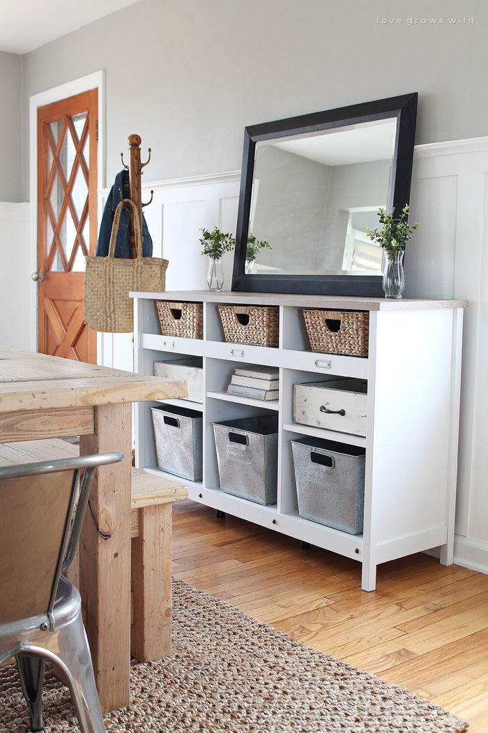 Delicieux Entryway Table With Storage Baskets Photos And Pillow