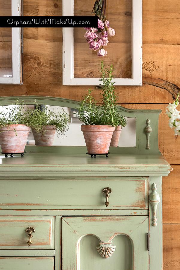Spring Green Furniture Makeover
