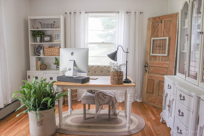 Check Out The Transformation Of This Gorgeous Home Office Decorated
