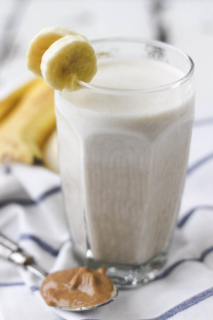 This quick and easy Peanut Butter Banana Smoothie makes a great healthy breakfast or snack! Peanut butter lovers... this is the smoothie for you! | LoveGrowsWild.com