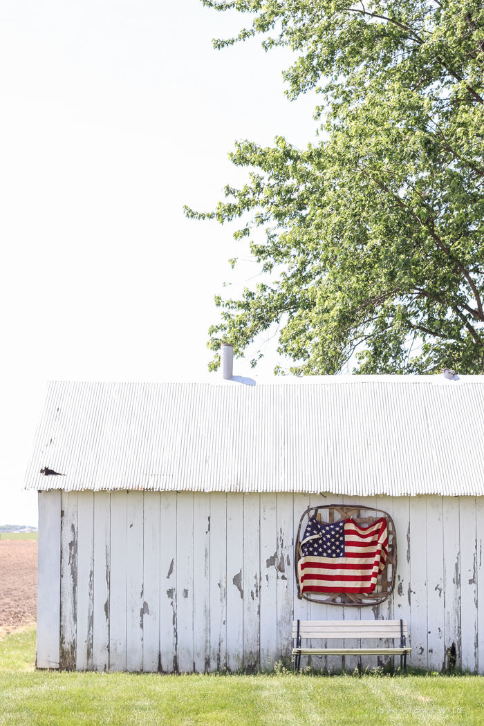 Beautiful patriotic farmhouse decor!