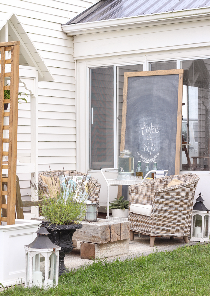 This Gorgeous Patio Is Perfect For Summer Entertaining! Learn How To Create  A Simple,