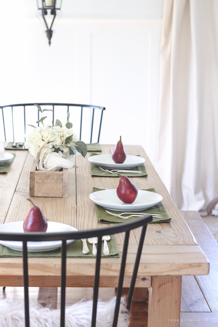 A beautiful farmhouse table setting decorated with simple touches of fall! & Simple Farmhouse Fall Table Setting - Love Grows Wild