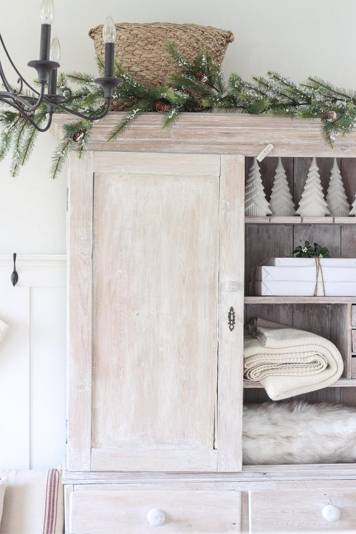 Farmhouse Christmas Entryway Love Grows Wild