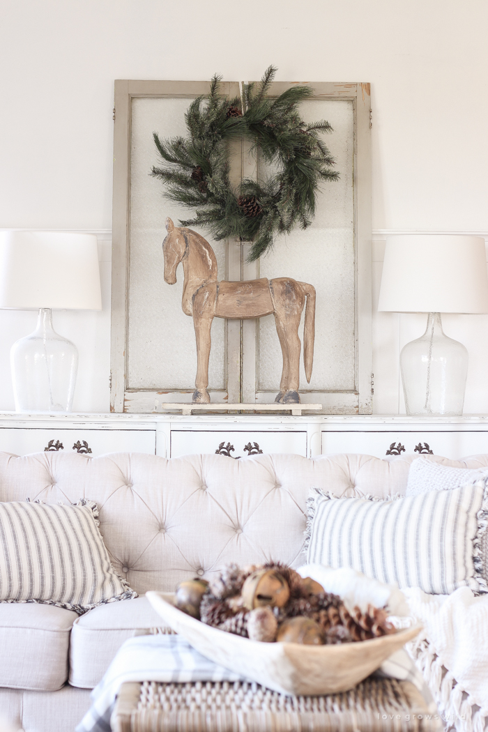 Beautifully Decorated Living Rooms For Christmas: Farmhouse Christmas Living Room