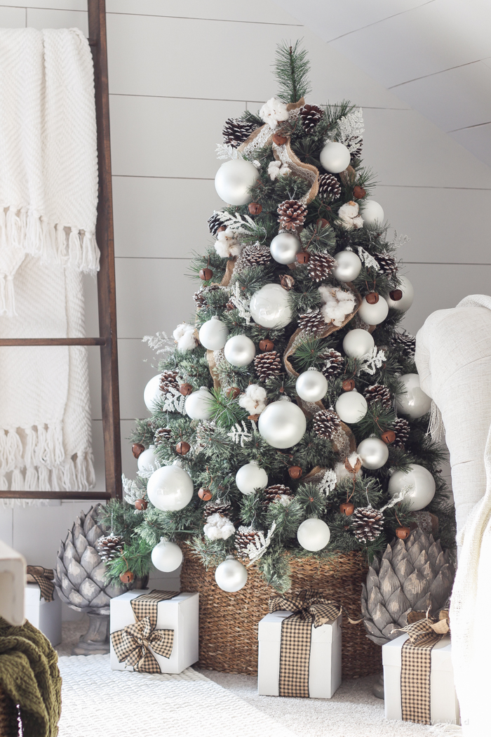 a beautiful farmhouse bedroom decorated for the holidays - Beautifully Decorated Christmas Tree Images