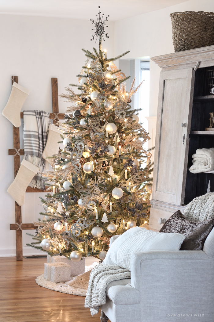 A stunning simple, neutral Christmas tree and how to get this look!