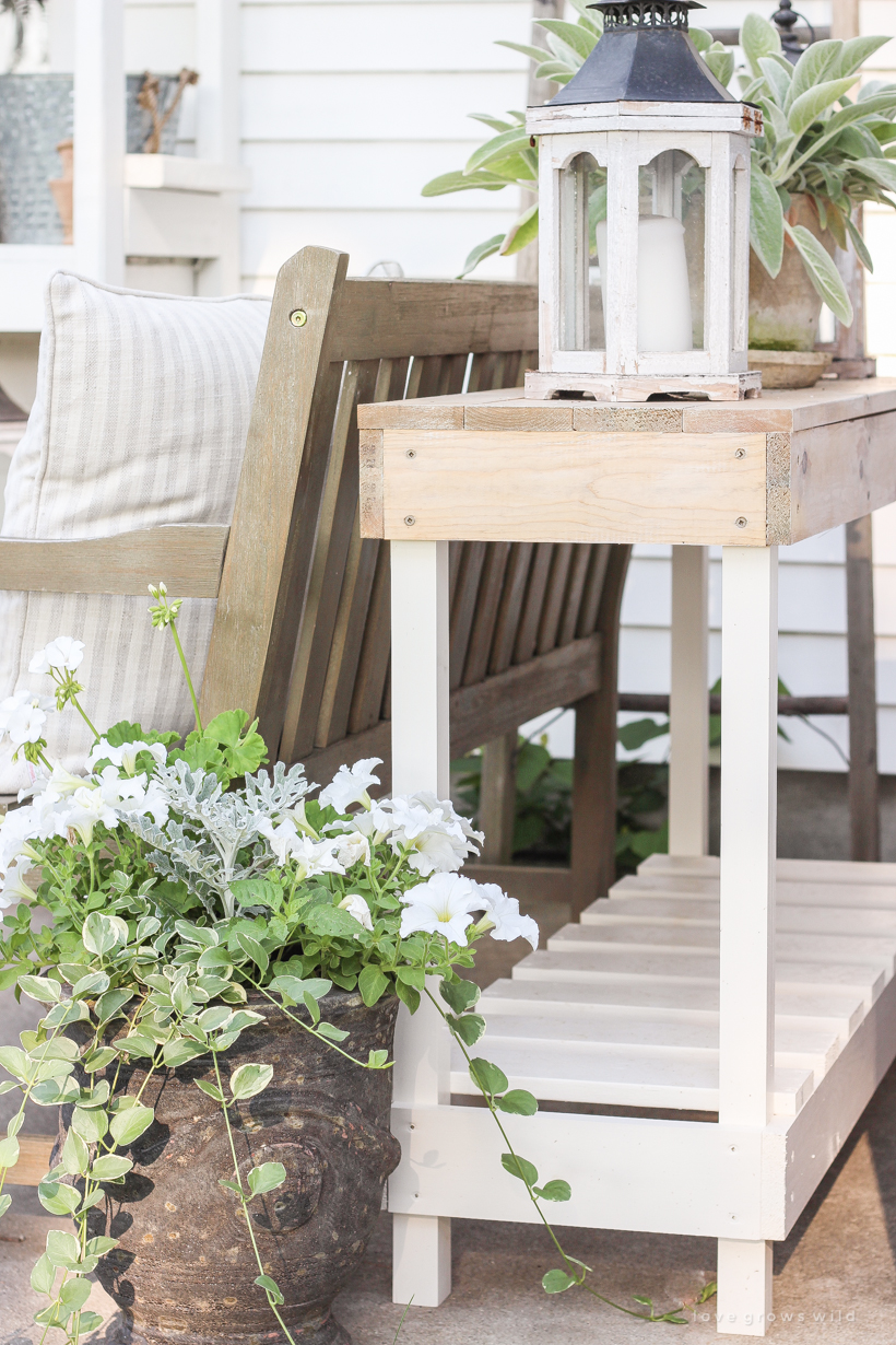 Follow this tutorial to build a beautiful console table that can be used outdoors!