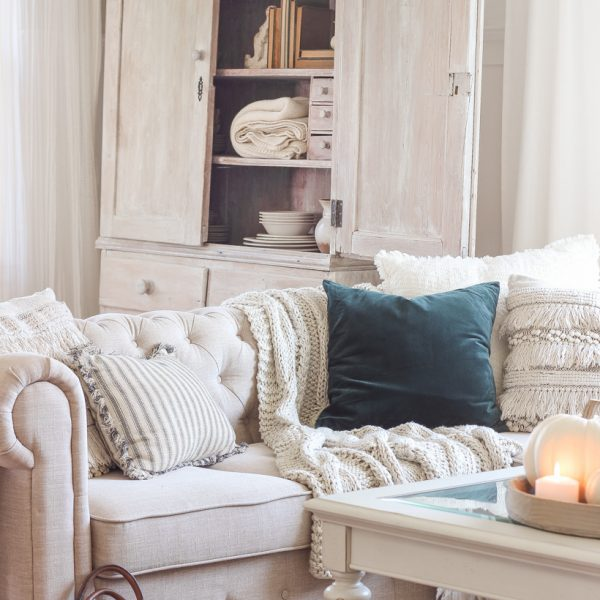 Simple touches of fall in this beautiful neutral living room