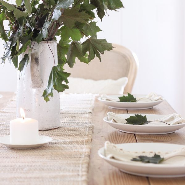 A simple, yet stunning fall tablescape inspired by nature