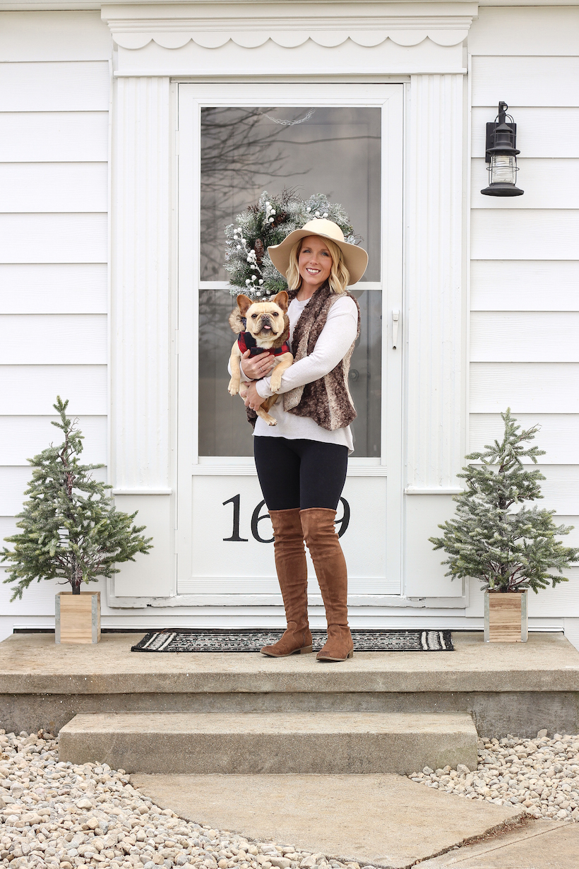 Step inside Indiana home and lifestyle blogger Liz Fourez's charming 1940's farmhouse for simple and inspiring Christmas decorating ideas