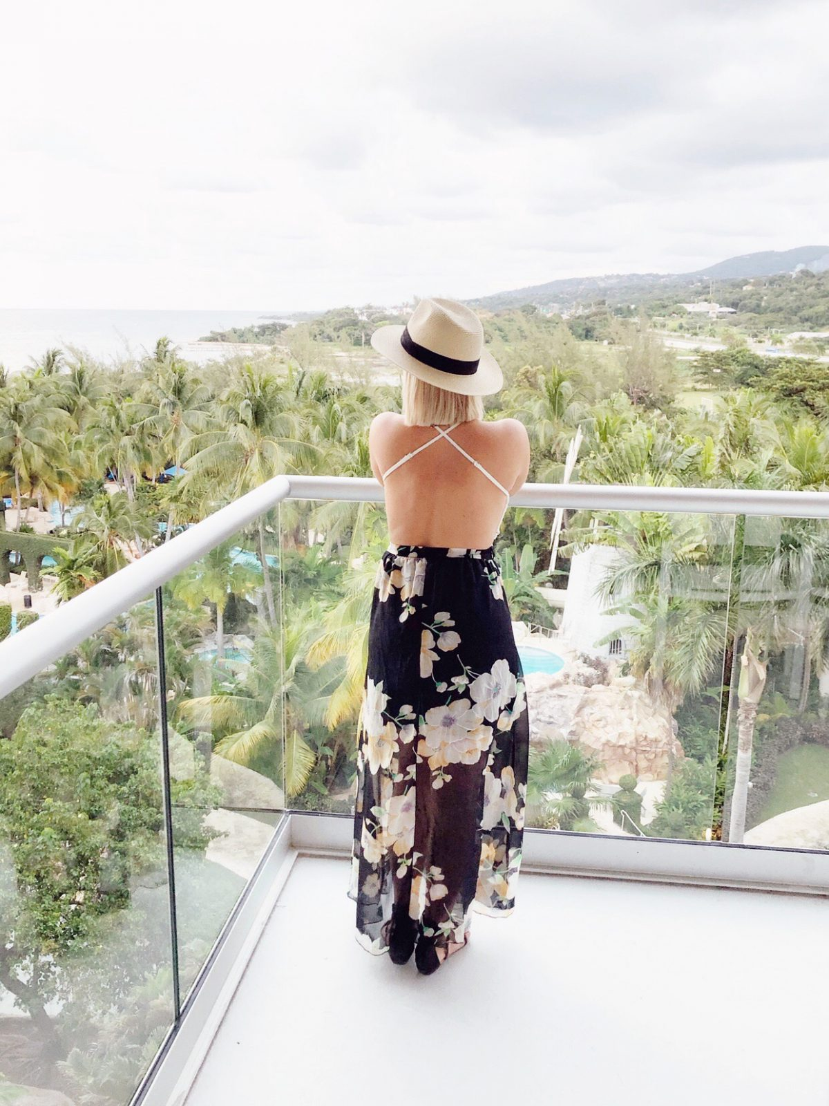Home and lifestyle blogger Liz Fourez shares a collection of her favorite affordable clothing and accessory finds perfect for a beach vacation!