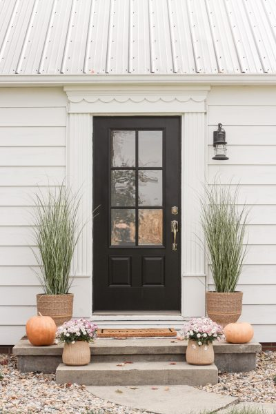 Home blogger and interior decorator Liz Fourez shares her simple, but beautiful fall front porch