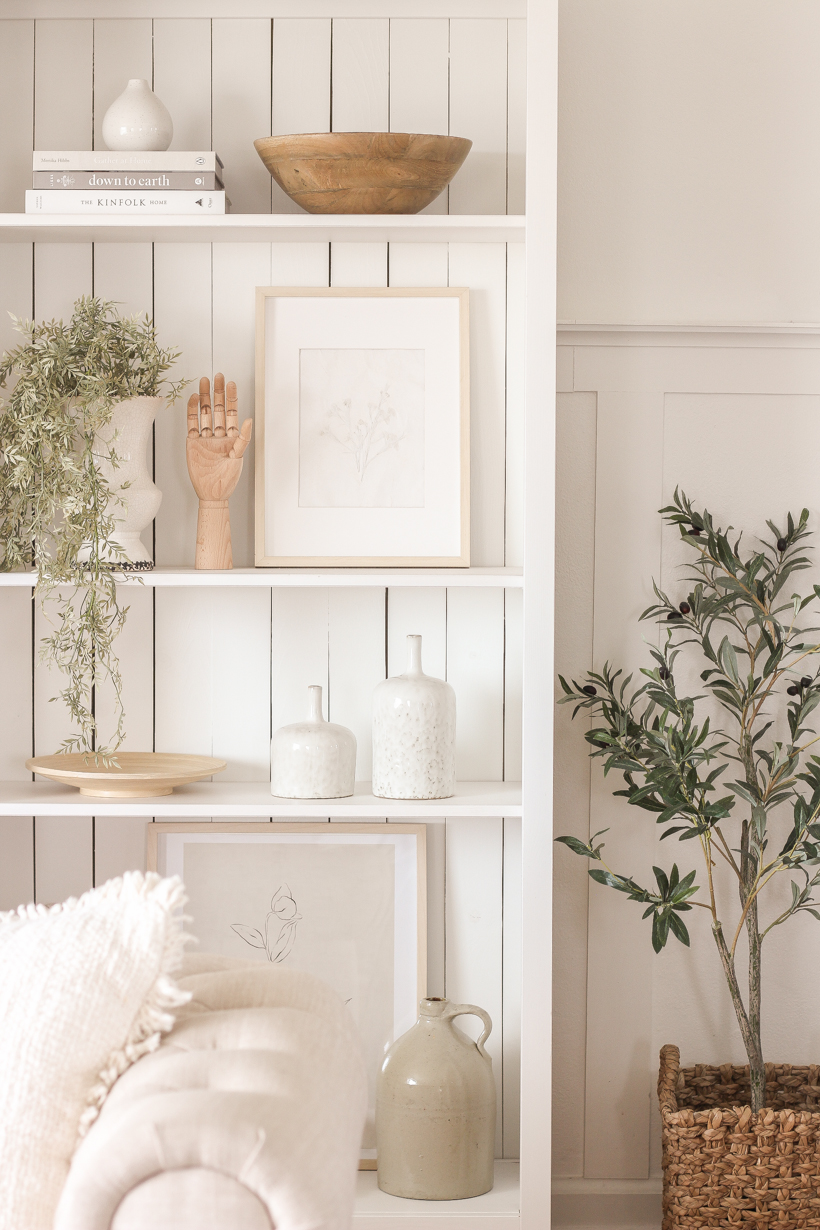Home blogger and interior decorator Liz Fourez shows how easy it is to add lighting to any bookcase for a sophisticated and elegant look!