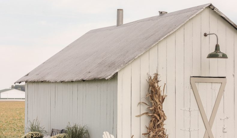 Home blogger and interior decorator Liz Fourez shares easy ideas for outdoor fall decorating on the cutest little barn